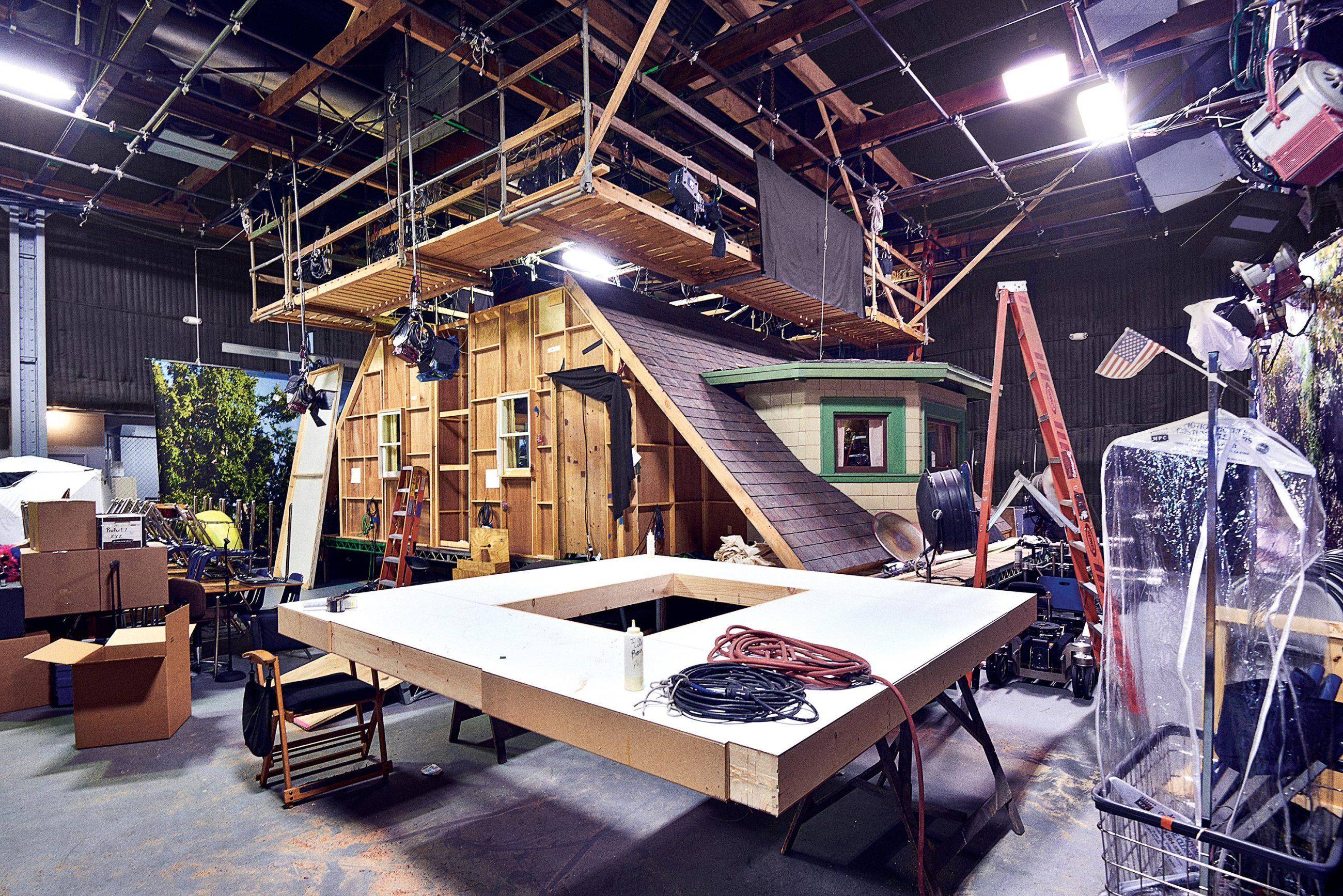 Гортимер снимается одной камерой, что придает шоу более кинематографичный вид, чем у ситкома