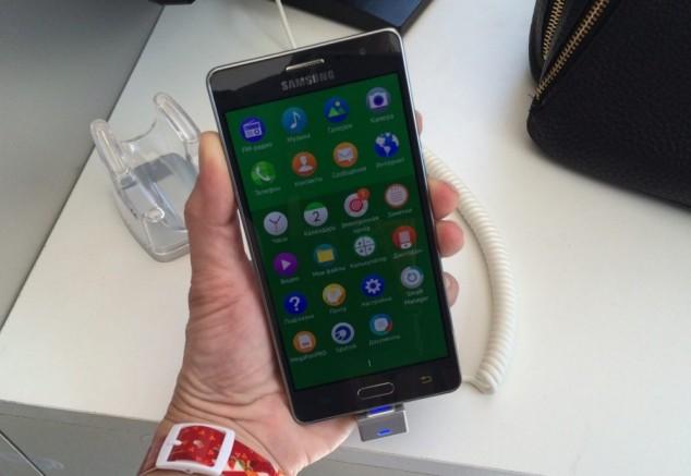 Samsung Z3 на операционной системе Tizen, Фото — Эльмира Аширова, Российская газета.