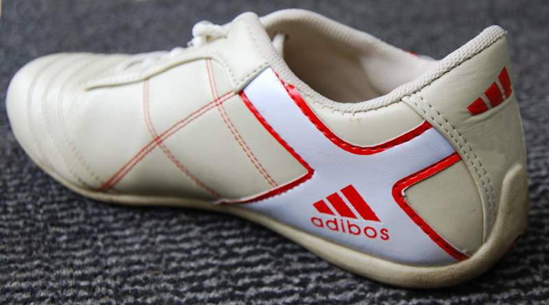 Купить кроссовки Adidas / Адидас в интернет магазине по