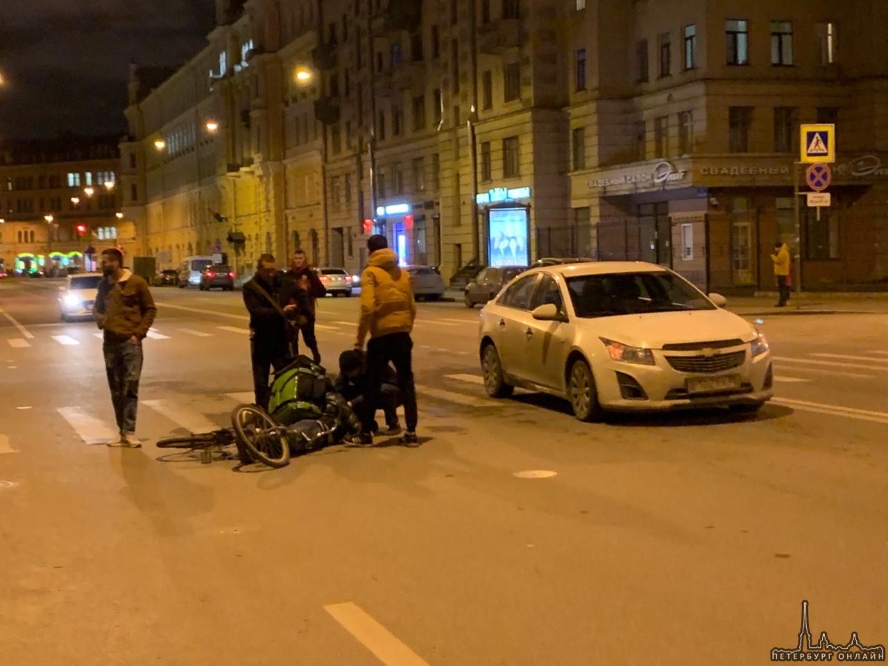 75% велосипедистов, попавших в московские аварии — курьеры служб доставки еды, на такси приходится 4,3% автотрафика